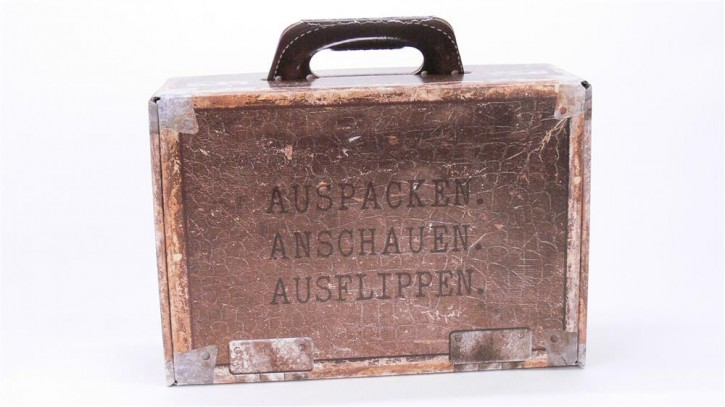 Geschenkkoffer Auspacken, Anschauen, Ausflippen